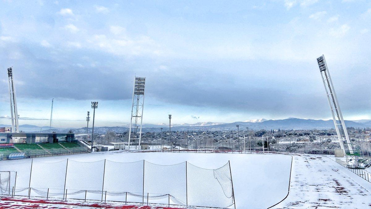 📸No queremos terminar el día sin volver a disfrutar de fotografías TAN BONITAS como estas de nuestra Ciudad del Fútbol cubierta de nieve.  ❄️ ¡¡NOS ENCANTA!!   🤭 PD: ¿Nos os dan ganas de un 11 🆚 11 a bolazos de nieve viendo el campo así?