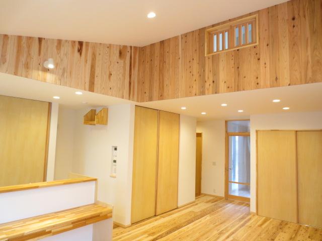 M様邸。天井デザインのかっこいいお家です!床は音響熟成木材を使用したうづくりの床になっています👏 #いなばハウジング  #鳥取の家づくり  #マイホーム計画中の人と繋がりたい  #施工事例 #うづくりの床 #音響熟成木材 https://t.co/HnV4WqAmrs