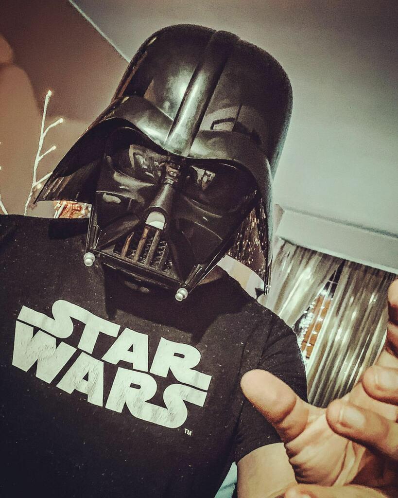 Y llego, casi con #LosReyesMagos 😁 #DarthVader #casco #hasbro #helmet #starwars #sith #starwarsfan #black #mask