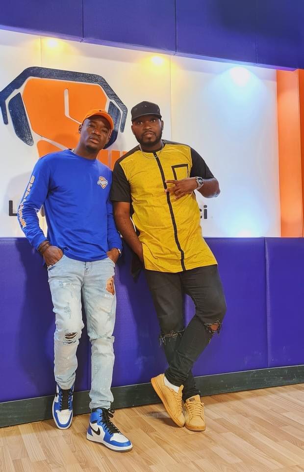 """Magnifique émission de Duperal sur MOOV avec Fidjil. Merci à toute la team de production pour l'invitation.    """"C'est compliqué"""" est là👇🏿 👇🏿 👇🏿     #duperal #venusmusic #team237 #douala #yaounde #cameroun #sweetfm #moov237"""