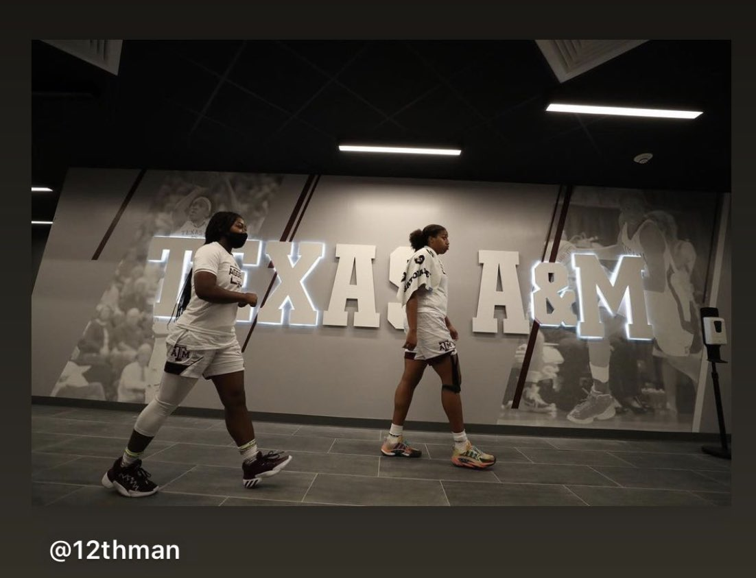 WE over ME Freshman & Senior Learn & pass it back ... Ags! @12thMan @AggieWBB