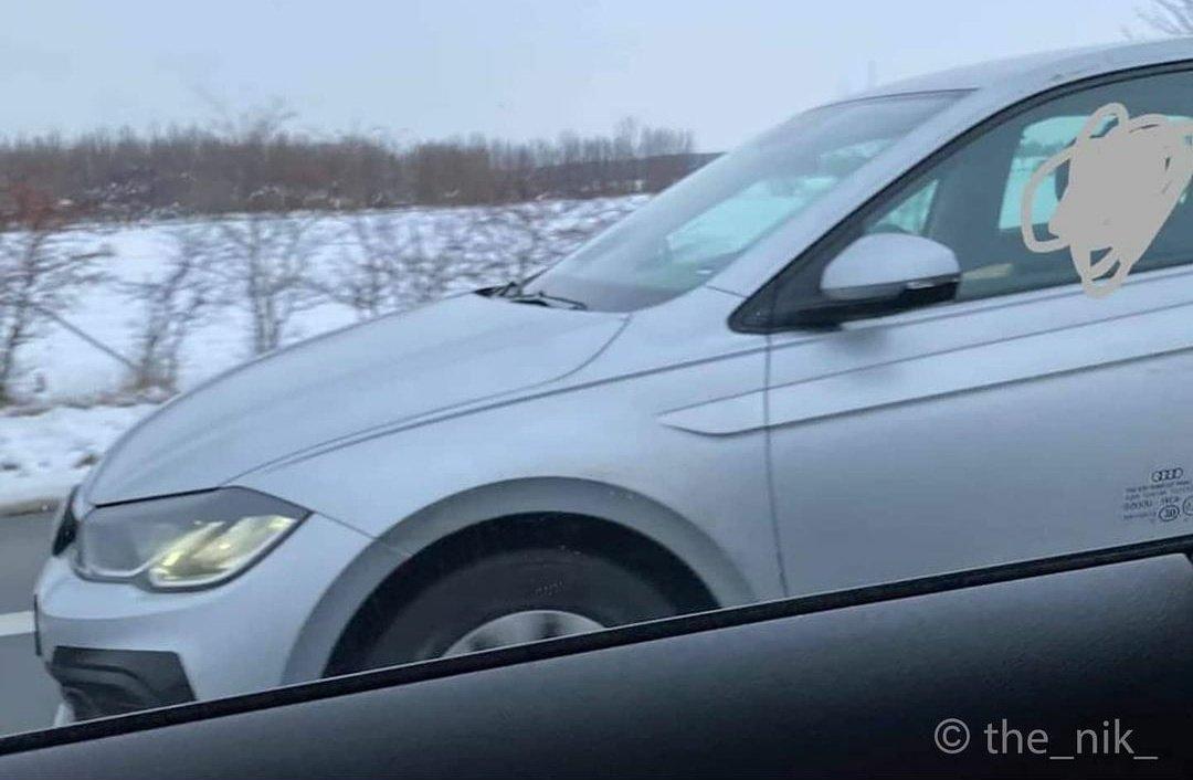 2021 - [Volkswagen] Polo VI Restylée  - Page 2 ErMxumHW8AM28Fw?format=jpg&name=medium