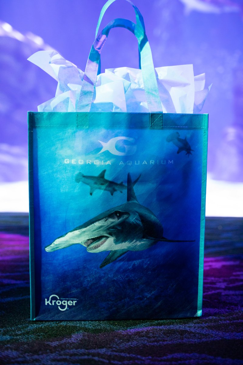 Our reusable @kroger bags are made from recycled plastic bottles, like those unfortunately found in our oceans.♻️🛍️ By purchasing a bag, you are helping reduce plastic waste and supporting Georgia Aquarium's global research and conservation work.🌎🦈