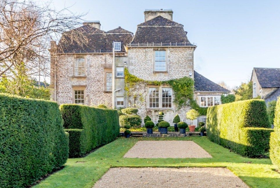 Can you think of anything better than a weekend getaway to a Bridgerton-inspired location that looks like it might have been transplanted straight from the 1800s metro.co.uk/2021/01/07/bri… #bridgerton #getaway #travel #holiday #retirement #RetirementPlanning #equityrelease