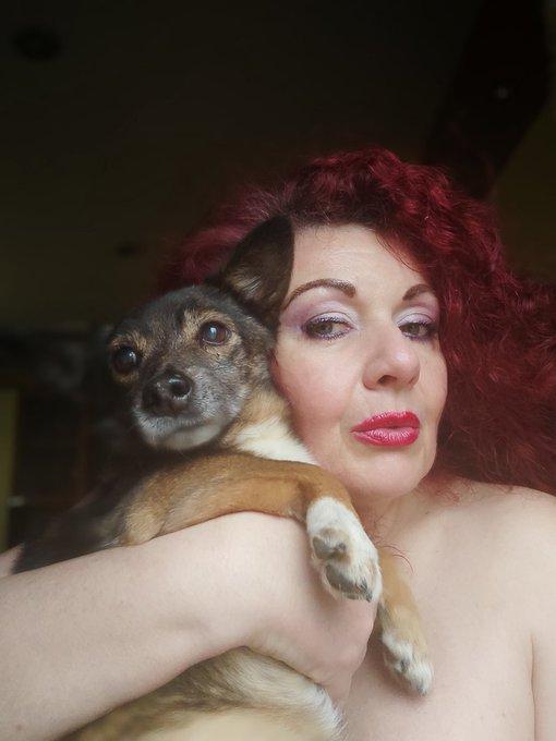 Baci a tutti sono con Camilla uno dei miei 7 cani e vi aspetto per conoscerci meglio https://t.co/dT