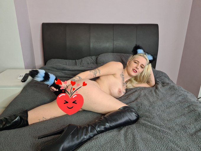 Watch the first picture of my new and exclusive anal scene right now.  Go to https://t.co/xojIdqqTSv