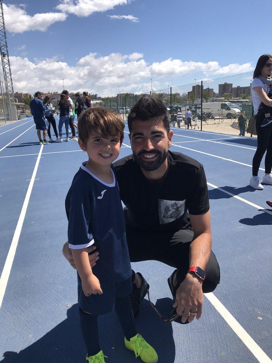 @andresiniesta8 @CarlosMR_7 @RakutenSports A mi hijo le gusta mucho pero se nos fue de Alicante