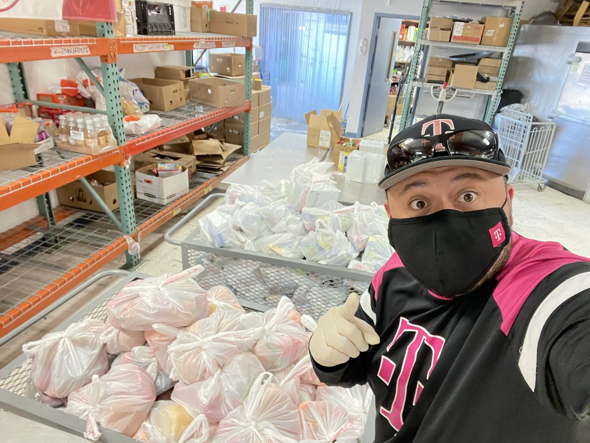 There's no better feeling than helping our community and giving back! Thank you @TMobiletruckEPT @CasaDPeregrinos @TMobile for allowing us to be a part of something special. You guys are AWESOME! ❤️ #LasCruces #kindness #TruckLife #CaptureKindness