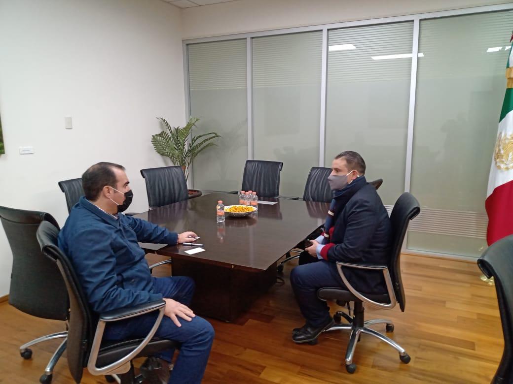 La concertación de obras y acciones entre estado y municipios es y seguirá siendo parte vital de la administración de @ATelloC a través de la @SOP_Zac_  @JorgeLuisPedr13 se reúne con el alcalde de Tlaltenango, Miguel Angel Varela.  #SeguimosCumpliendo #QuédateEnCasa #Póntelo