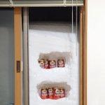 窓の外に雪が積もっているので?天然の冷蔵庫を作成!