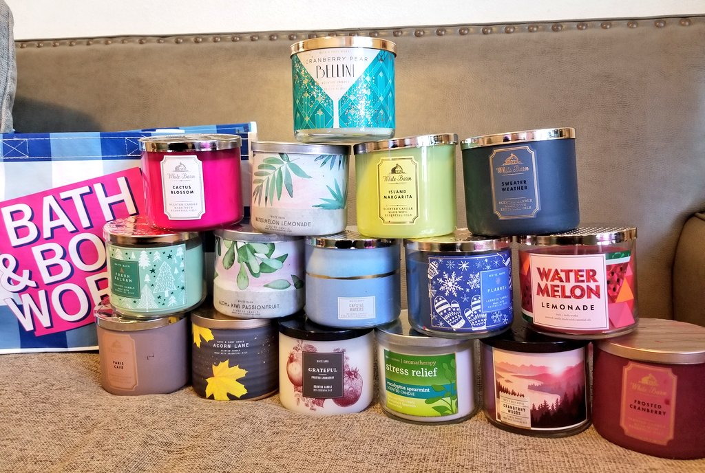The final batch of my orders got delivered today!  #2021 is smelling good so far!💞 #candleday #olfactorytreats @bathbodyworks