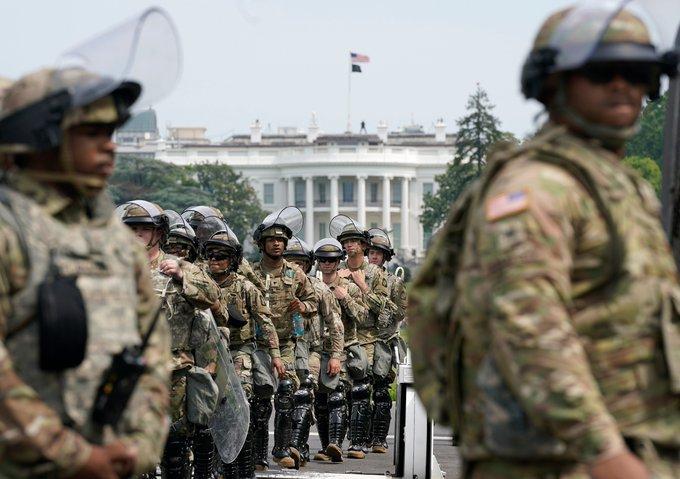 Jack砲 今後30日間で6,200人の6つの州兵がワシントンDCで動員される予定だ。国防長官代行のクリストファーミラー代行が動いたと思われる。