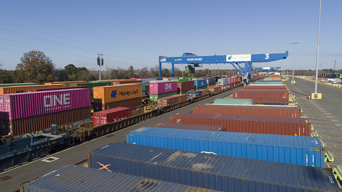.@gaports rail-mounted gantry cranes were hard at work earlier this moving #cargo at the Mason #Mega #Rail Terminal in #Savannah. #georgiaports #gaports #portofsavannah #logistics #supplychain #trade #economy