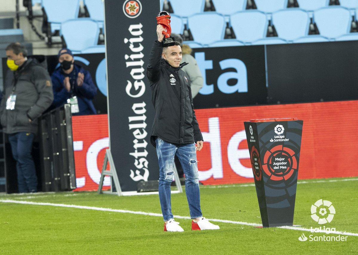 El goleador del @RCCelta, @aspas10 👑, ya posa con el #MVP de diciembre de la @LaLiga #LaLigaSantander 👏   El delantero 🇪🇸 destacó con 4️⃣ goles y 4️⃣ asistencias en el gran mes para su equipo  ¡ENHORABUENA! ⚽   Te deseamos una pronta recuperación 💪🏻