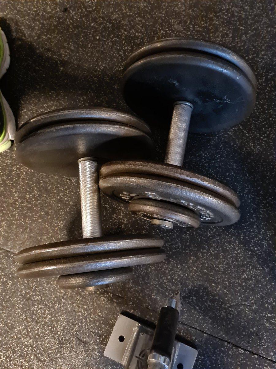Hammercurling 22.5KG dumbells is starting to feel good again! #Neverstopgrinding #FatGuyAtTheGym