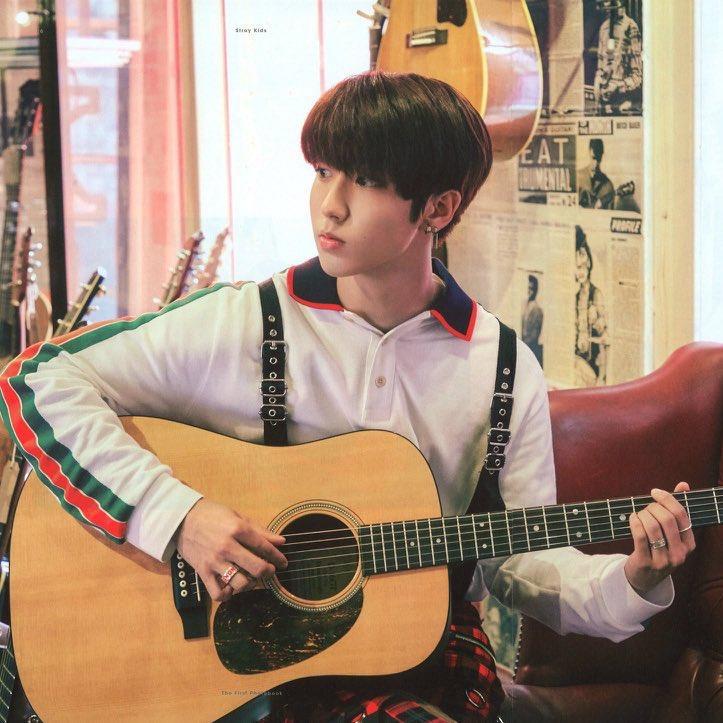 Replying to @goIdensungie: han jisung playing the guitar — a short thread