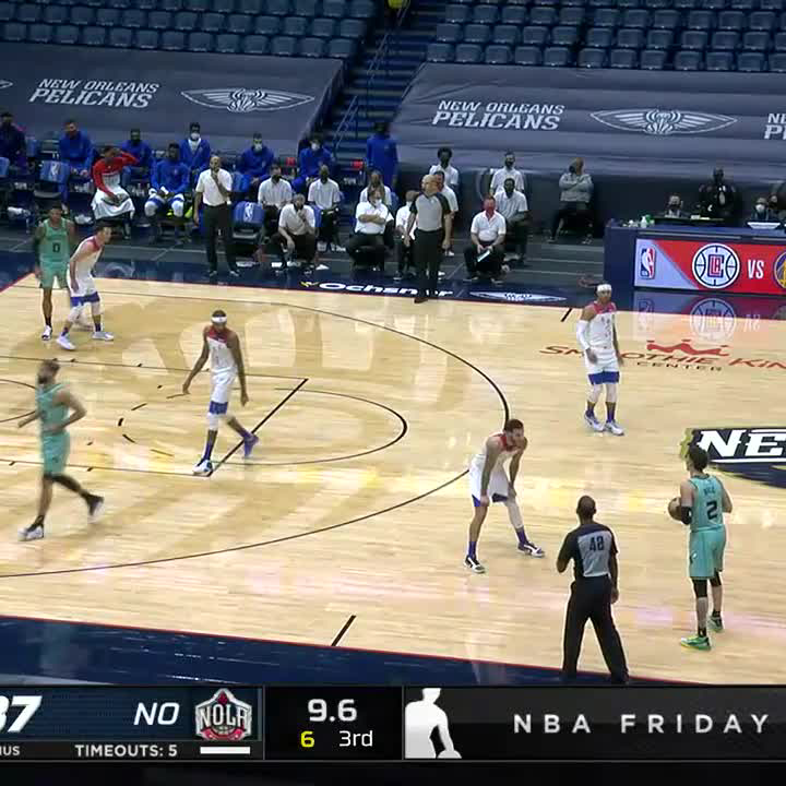 LaMelo hit the step-back three over Lonzo 👌
