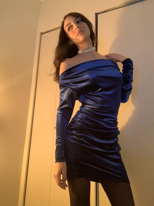1 pic. Blue velvet dress💙 https://t.co/XIzAymBqhJ