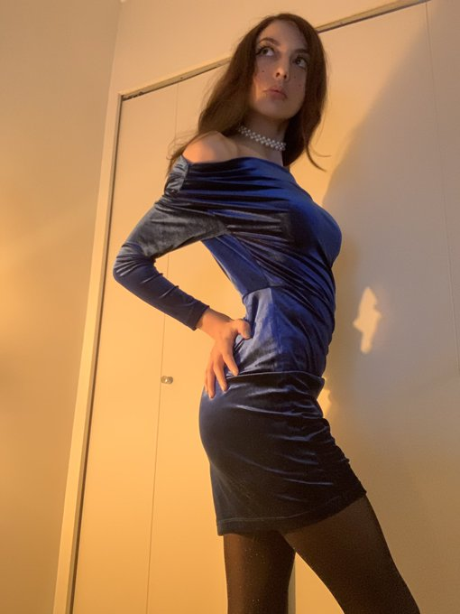 2 pic. Blue velvet dress💙 https://t.co/XIzAymBqhJ