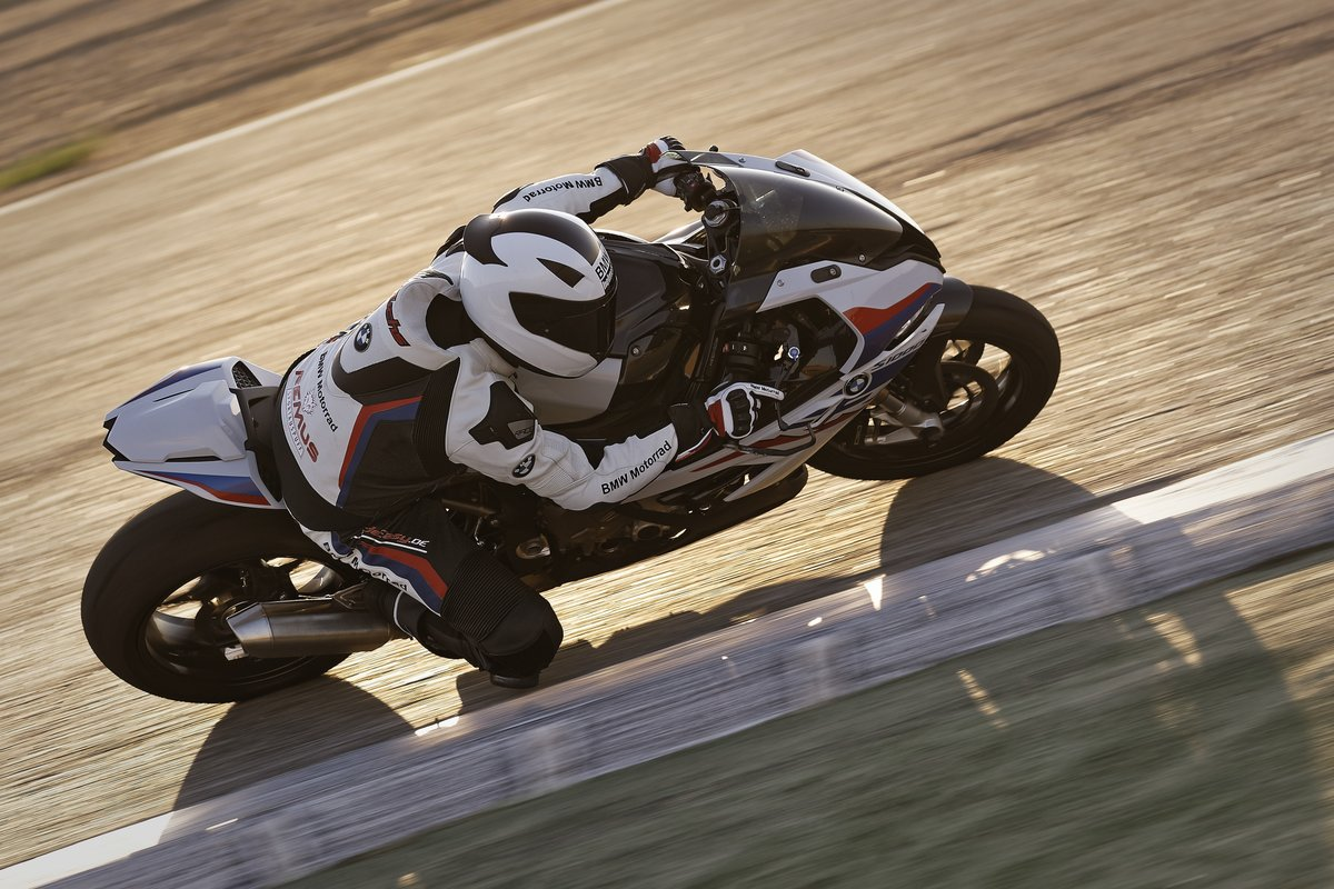 Twist the key. Press the starter. Crack the right grip and hold your line.   #MakeLifeARide #NeverStopChallenging #S1000RR https://t.co/PC8neHFckq
