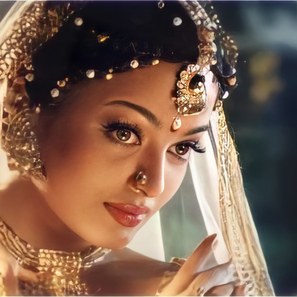 #OfcourseNot   #AishwaryaRaiBachchan is obviously not the only mother who is an actress and doing movies. Thr were many before. Still there r. Thr will be many more in future as well.   Fans of few actresses change your mindset. For you guys BW is ageist.