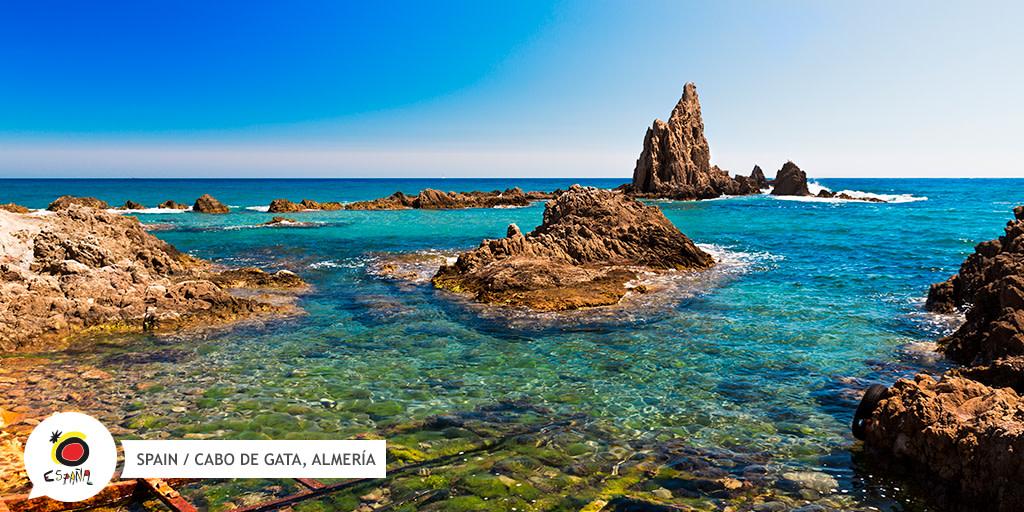 ¿Sabéis quién es el cantante almeriense más actual? ¡Efectivamente, @DavidBisbal! 👏 El artista recurre mucho a su tierra, #Almería para grabar sus videoclips. ¿Sabrías decirnos alguno de los que tienen como escenario el #CaboDeGata? 🎤  👉   @viveandalucia