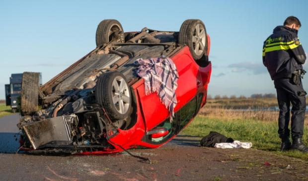 Auto ondersteboven bij verkeersongeval op de Krabbenkreekweg - ..