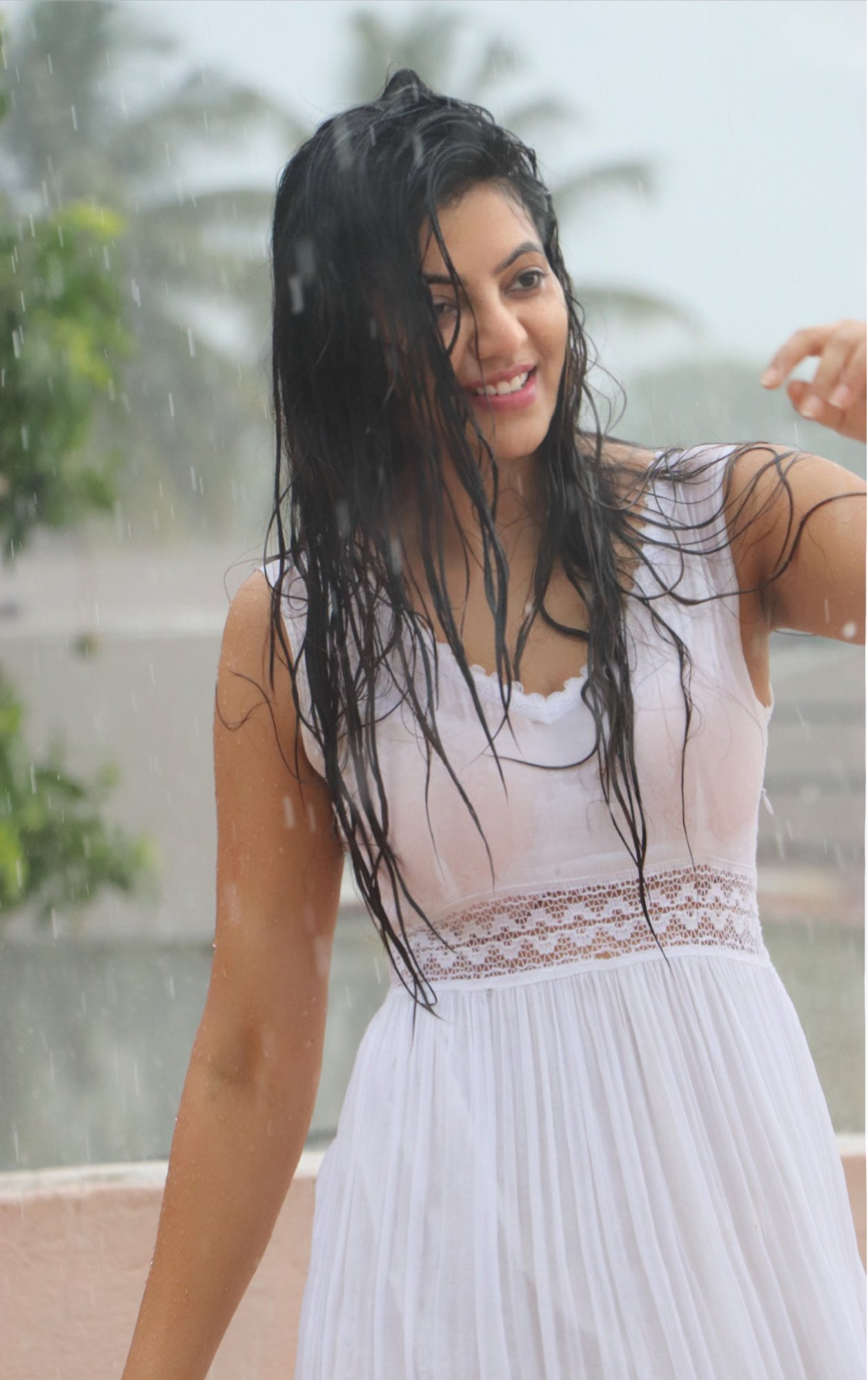 Athulya Ravi Looking Too Hot In Her Latest Rain Pictures