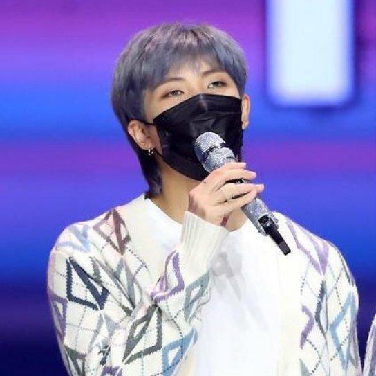Yo después de ver  a Min Yoongi de regreso, Jungkook Rubio, Namjoon azul platinado! 7/7 OMG!   #BTS #jungkookrubio #MinYoongi #JungkookWorldDomination #HoseokWeLoveYou #JiminYourArePerfect #JinDay #BTSV @BTS_twt
