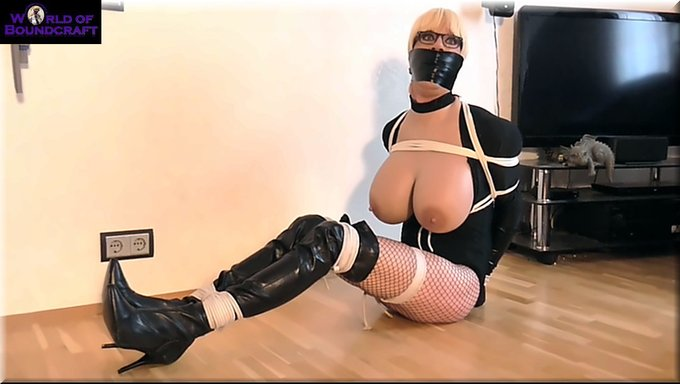 2 pic. Update from my #catburglar #selfbondage shooting! #Helpless #captured by my #captor wich catched