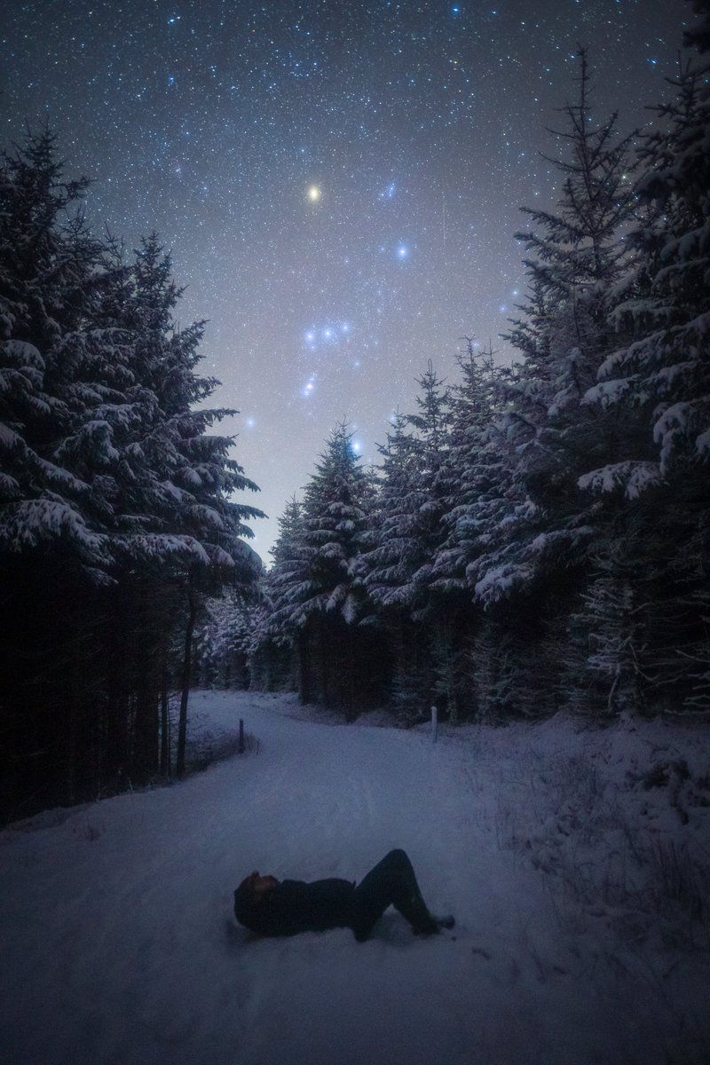 Lying under the starry night sky of Kielder last night.  After work, I hiked 2 miles down the snowy track back to my car, and the sky was incredible - I had to stop to take a selfie!  @kielder_obs https://t.co/zXj0l7EFKc