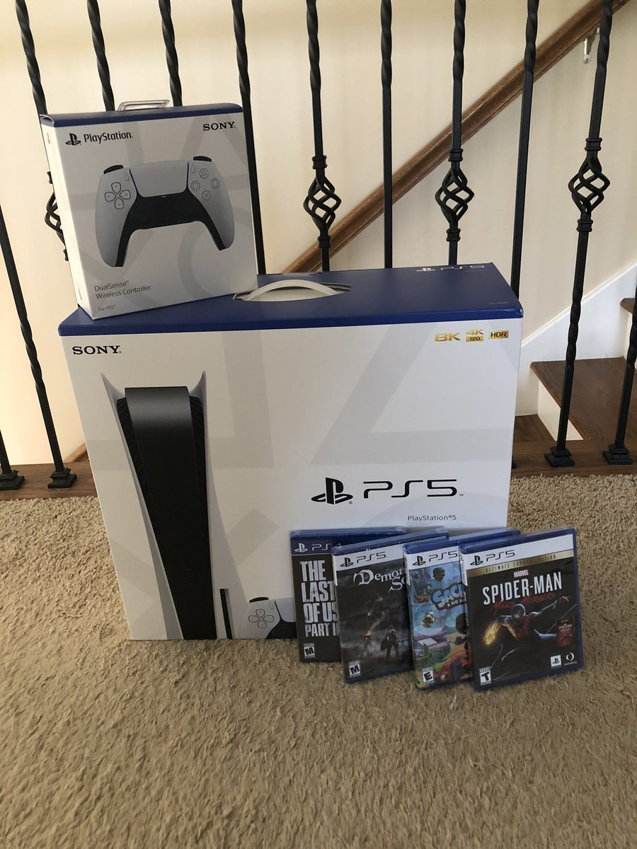 PS5 Giveaway!  To enter this:  - Retweet - Follow Us - Turn on Post Notifications ✅   GoodLuck all participants