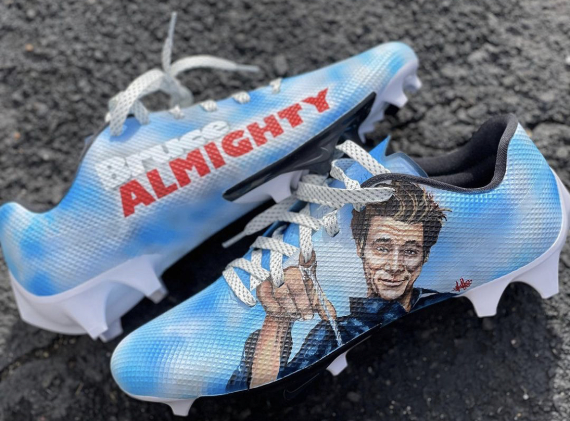 Stefon Diggs is really busting out some Bruce Almighty cleats for the Bills playoff game 😂 @stefondiggs @BuffaloBills   (via @MACHE275)