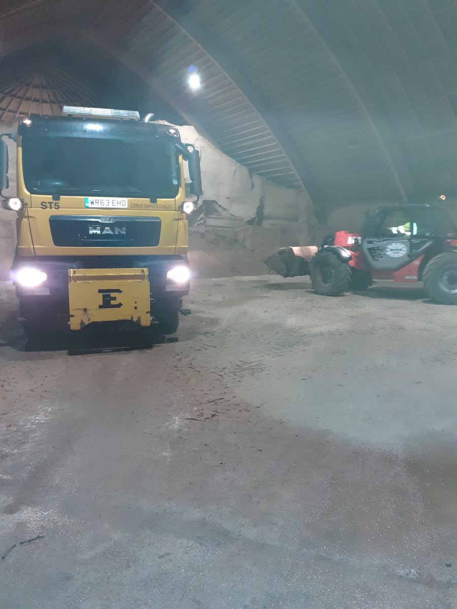 Loaded and out at 1900 for another run. Back on the priority network again as it's due to be another cold icy night. If you have to go out for an essential journey please slow down and stay safe. #stayin #dorsetgrit 🥶🥶