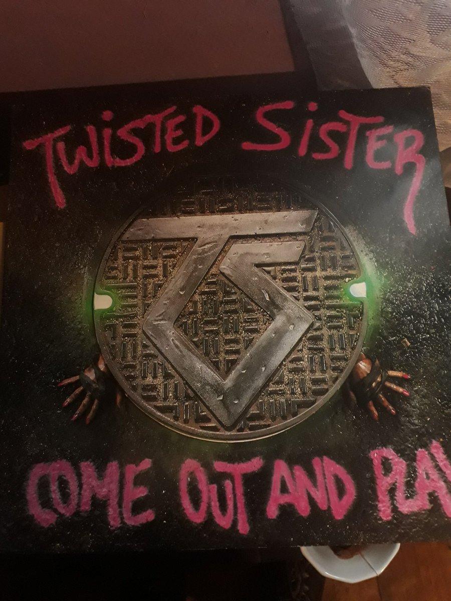 #twistedsisters   35 años!