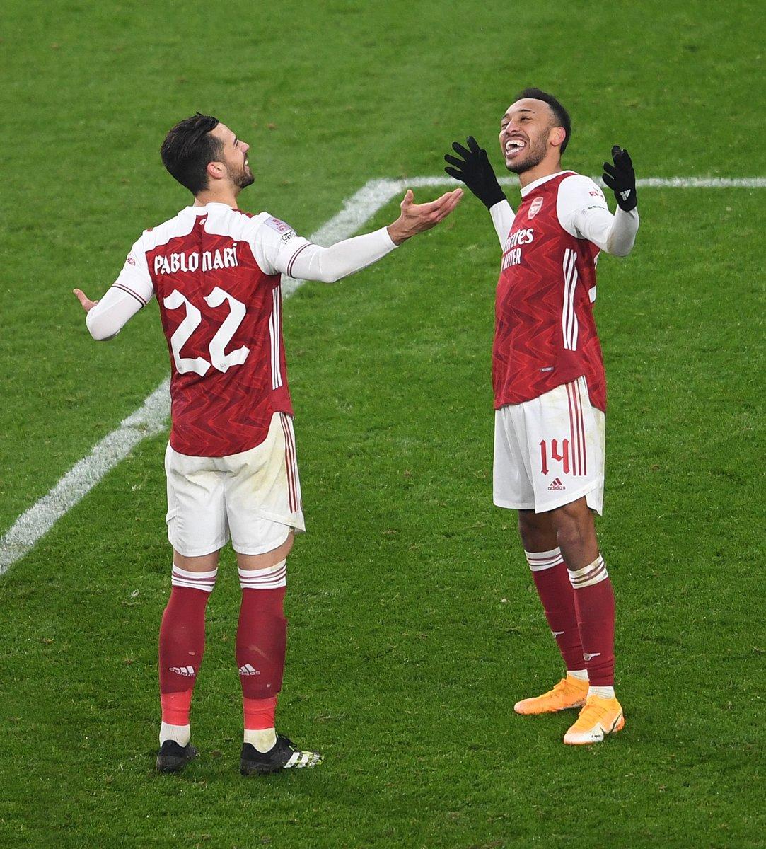 Replying to @Arsenal: 🤷♂️😅🤝  @PabloMV5 x @Aubameyang7