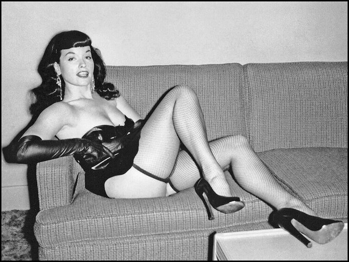 When I'm told to keep my feet off the furniture 🛋👠😛  #bettiepage #pinup #pinupqueen #idowhatiwant #1950s