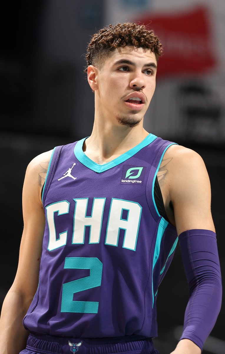 LaMelo Ball becomes the youngest player in NBA history to record a triple-double.  He's only 19. https://t.co/lyJBnxQiNd