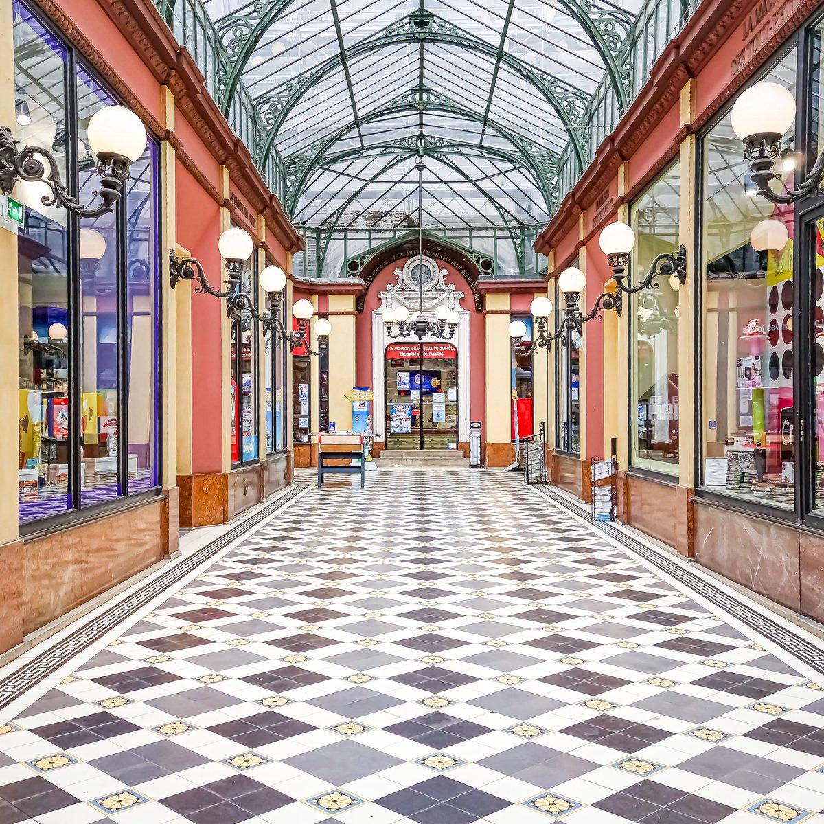 Les couleurs d'enfance du passage des Princes - Paris 2  #parisladouce #paris #pariscartepostale #parisjetaime #cityguide #pariscityguide #paris2 #streetsofparis #thisisparis #parismaville #passagedesprinces #grandsboulevards