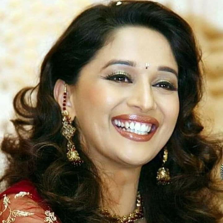 @MadhuriDixit @iHrithik Happy birthday to you congratulations