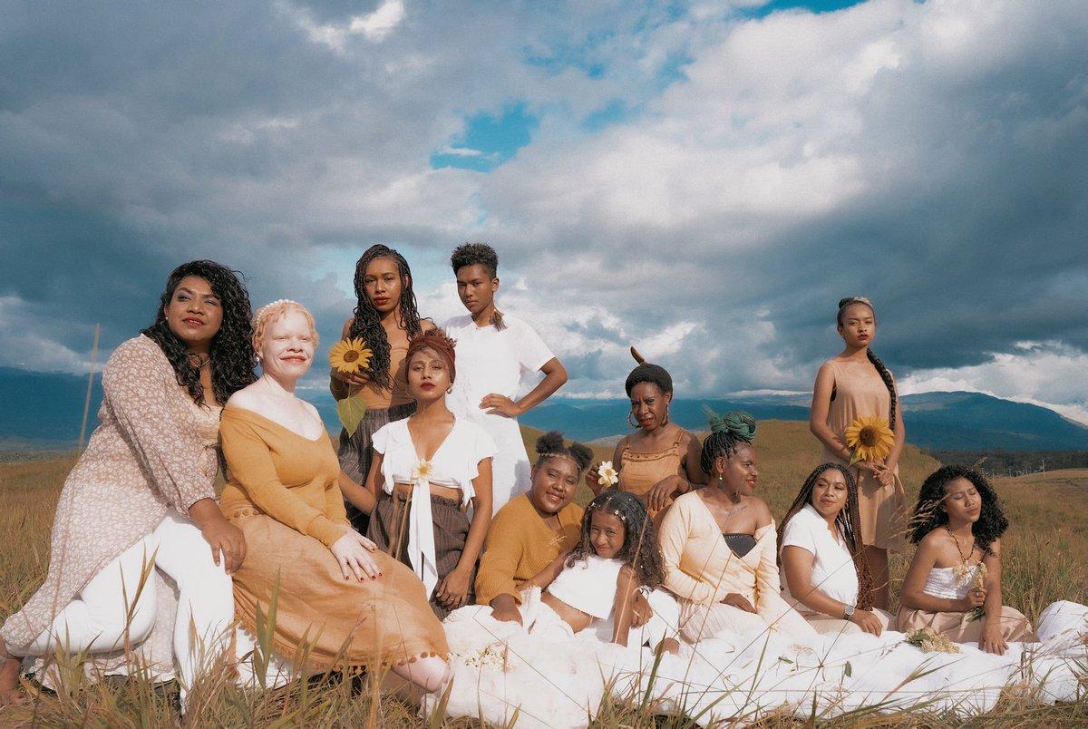 Replying to @livjunkie: Women. Papuan Women.