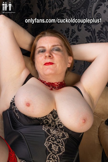 1 pic. Good Morning and Happy #tittytuesday to all you lovely people in twitterland 😘  Check out my Adventures