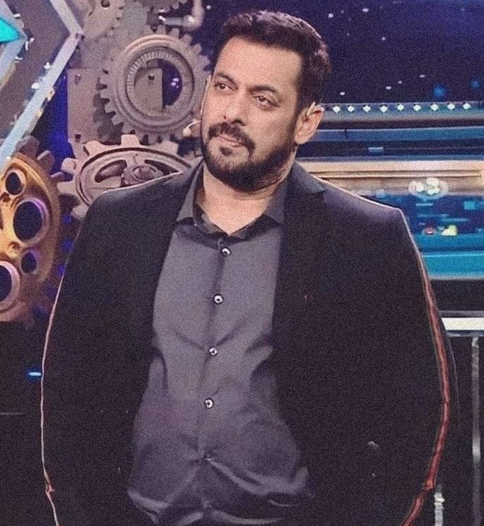 An appreciation tweet A man who seems tough on the outside  but has a soft heart 🤍 @BeingSalmanKhan  #WeekendKaVaarWithSalman  #SalmanKhan