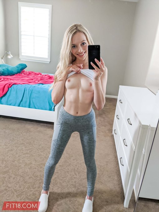 2 pic. #FIT18 girls take the best selfies! 😍   @LilyLarimar  🔗 https://t.co/KqD6OTrA4C https://t.co/