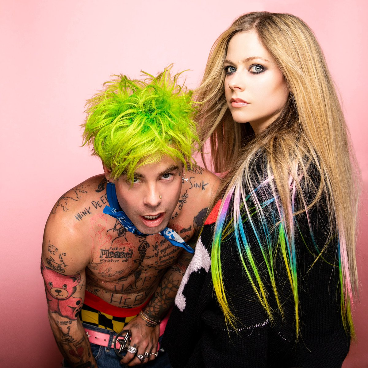 "So good to have her back. @AvrilLavigne rocks out on @MODSUN's ""Flames"":"
