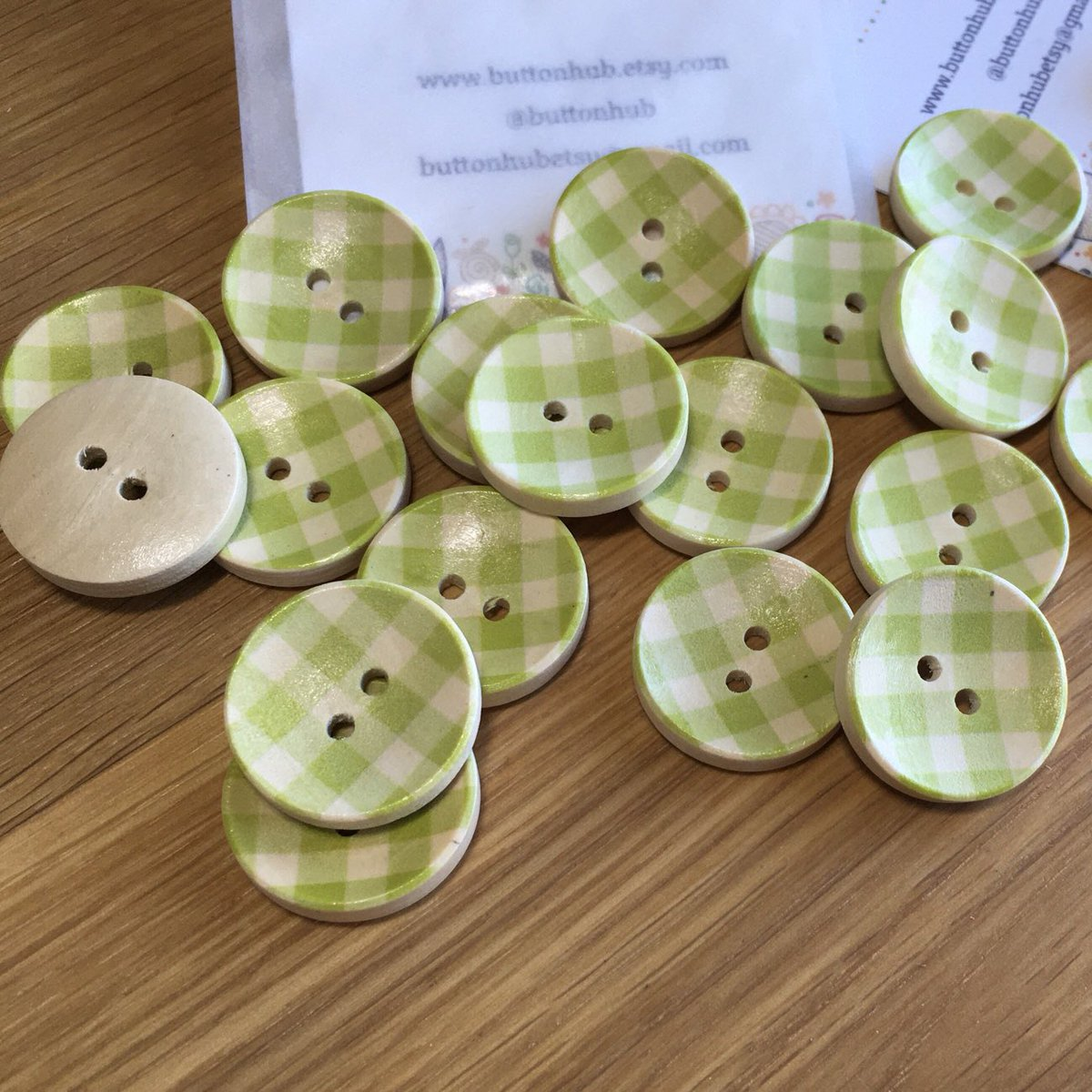 🧵 Green Gingham Buttons: Packs of 8 buttons #gingham #schooluniform #green #buttons #etsy #etsyuk #sewing #knitting #crochet