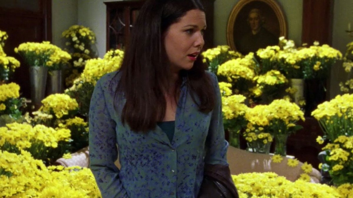 "This #ShakespeareSunday's theme is blue, red & #yellow:  'we may call it herb-grace o' Sundays: O you must wear your rue with a difference. There's a daisy'  ""Hamlet"" Act 4 Scene 5.  #amwriting #writersinfluence 1,000 yellow daisies #Lorelai #GilmoreGirls  ⬇"