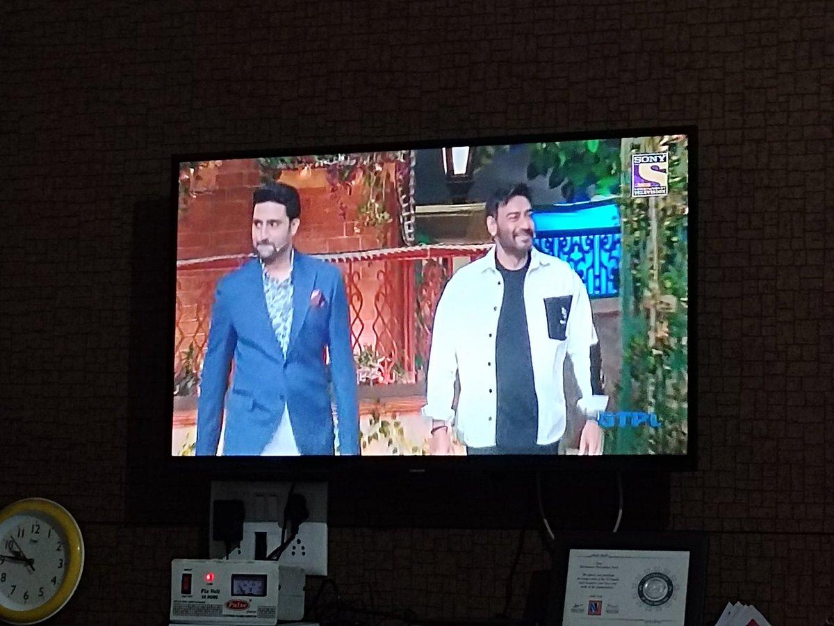 Finally the wait is over he @juniorbachchan is here  #TheKapilSharmaShow. I knew that this is best episode of the show. @ajaydevgn @KapilSharmaK9  #TheBigBull #TheKapilSharmaShow