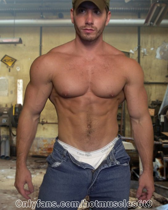 Sexy muscle stud pics and video @ https://t.co/fDboDEekMo  #muscleworship #muscle #fitness #gym #fit