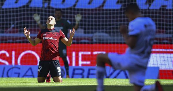 ⏯️VIDEO   Jorge Torres Nilo se lesiona en su debut con Toluca https://t.co/vZB7HqW9iu https://t.co/qQ8ZcxYP2g
